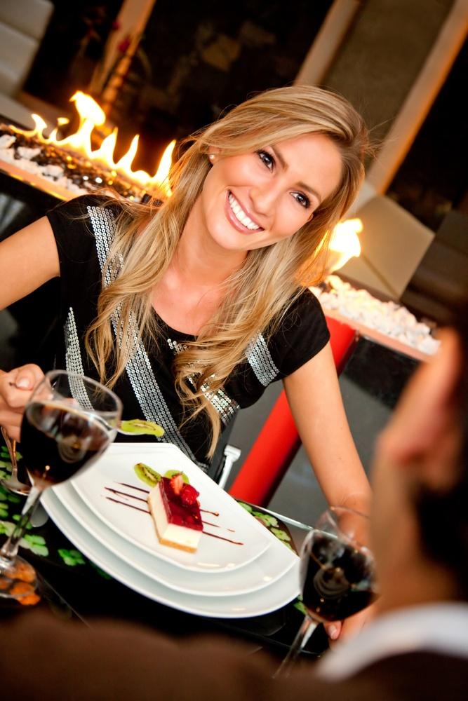 Couple in an elegant restaurant having a romantic dinner.jpeg