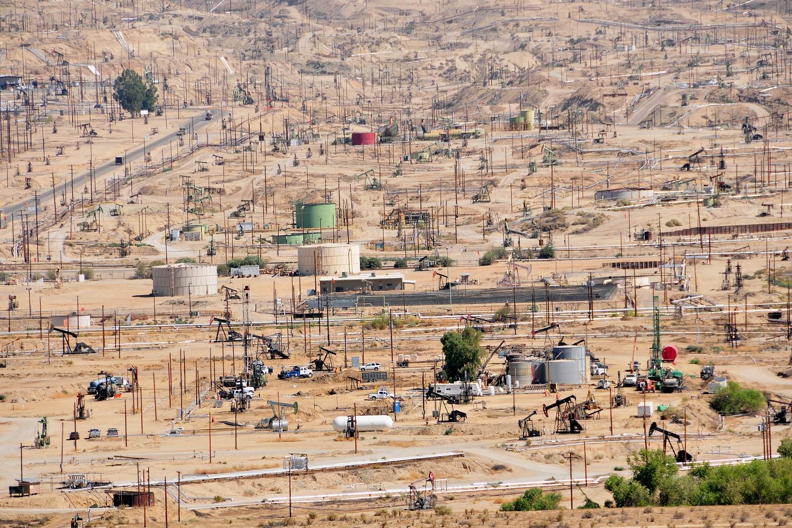 bigstock-Kern-River-Oil-Fields-3400019.jpg