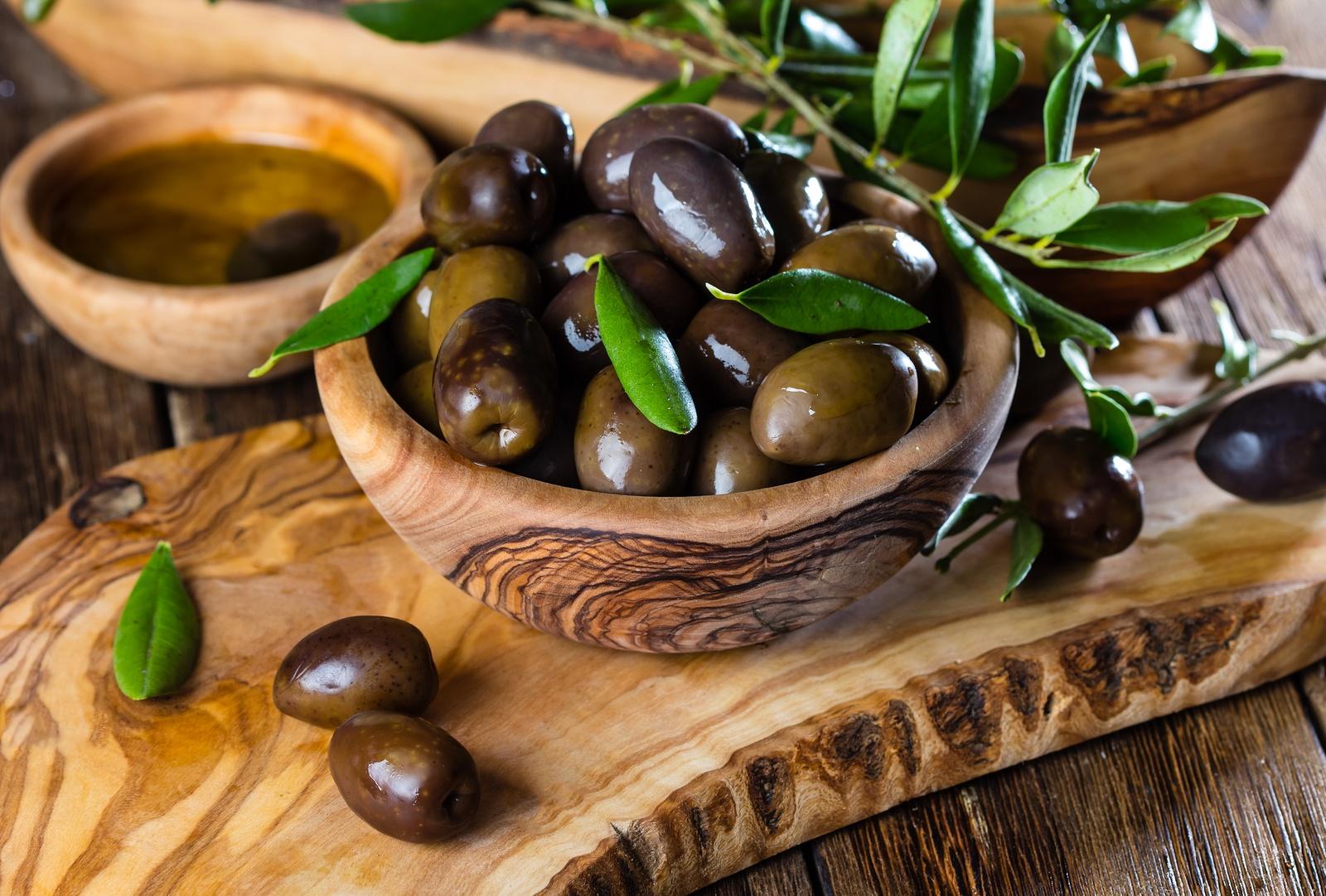 bigstock-Olives-And-Olive-Oil-In-Olive--194238688.jpg