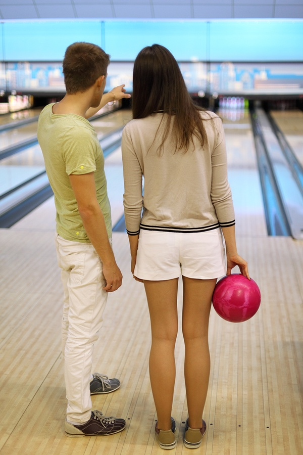 bigstock-Back-of-man-and-woman-with-pin-33304058.jpg