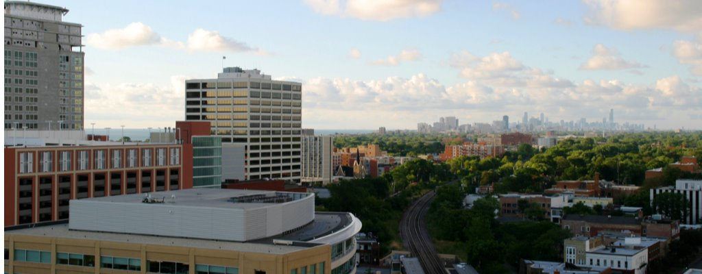 chicago-from-downtown-evanston-picture-id140255680.jpg